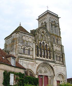 -Vézelay_Basilique_Façade_220608_01